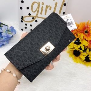 NWT Michael Kors Cassie Large Trifold Wallet